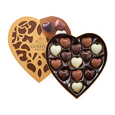 Contains 14 chocolates: 5 dark, 5 milk, 4 white - Cœur Blanc : White-Hazelnut praliné - Cœur Noir : Dark-Dark chocolate ganache - Cœur Lait : Milk-Hazelnut praliné