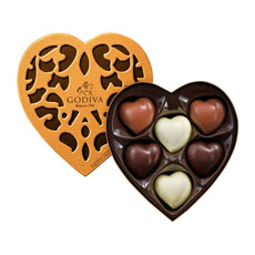 The Coeur Iconique is a must-have gift. Its detailed box design, inspired by Art Nouveau, and 6 traditional chocolate hearts in white, milk and dark, capture the essence of Godiva.