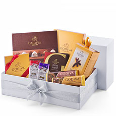 Godivaps favorite chocolates and iconic Belgian chocolate treats are presented in a luxury winter white gift box. This gift set is sure to please all, with an array of tantalizing flavors including our divine truffles, Belgian chocolates and delicious bars.