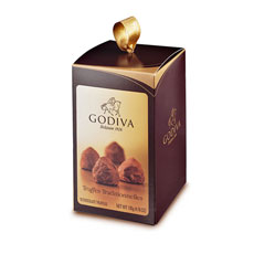 Discover 10 delicious Truffe Traditionnelle in a small modern box aligned with the warm burgundy colors of Godiva's truffle range, perfect as a gift or to enjoy yourself while on the go!