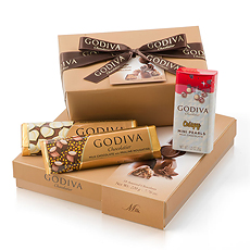 The milk chocolate lovers in your life will rejoice at this irresistible collection of Godiva milk chocolate pralines, ganaches, bars, and Mini Pearls.