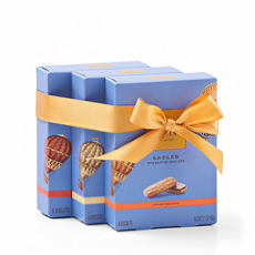 Discover the delicious daily indulgence of Godiva Sablés Biscuits offered in three indulgent cookie flavors dipped in rich Godiva Belgian chocolate.