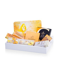 Demonstrate your excellent taste with this elegant Godiva gift set. Enjoy pralines, truffles, carrés, pearls, and chocolate bars in luxurious milk, white, and dark chocolate.