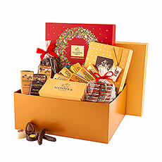This Godiva gold Christmas gift box is a real treasure chest, richly filled with heavenly treats in luxurious packaging: endless enjoyment!