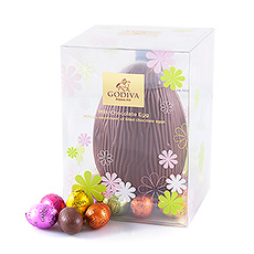 This new milk chocolate hollow egg with little milk and white pops is the perfect gift to delight your beloved ones for Easter.