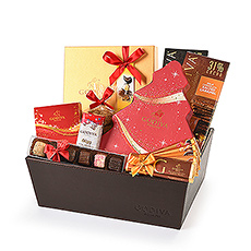 Looking for the perfect holiday gift for a chocolate lover? This deluxe Godiva Christmas gift basket has everything it takes to make your favorite chocoholics happy this holiday season. A generous assortment of Christmas specialties is paired with milk and dark chocolate bars, tablets, mini Pearls, and truffles. Presented in a stylish leather style gift basket, this Godiva gift is sure to make a great impression on the lucky recipient.
